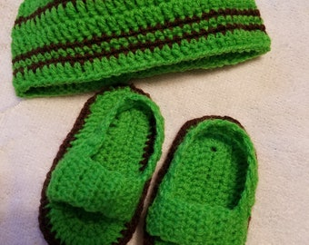 Hand crocheted Baby booties with a hat