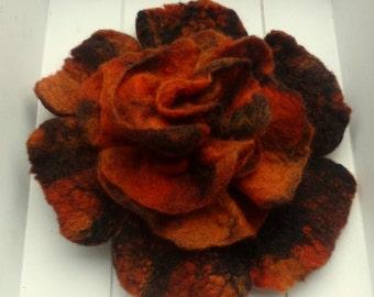 "felt brooch ""black-orange"" autumn fire"