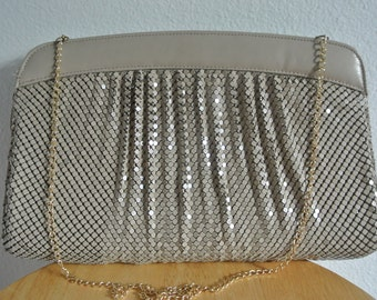1980s Whiting and Davis Metal Mesh Clucth Shoulder Bag Neutral Nude Taupe Gold Chain Strap