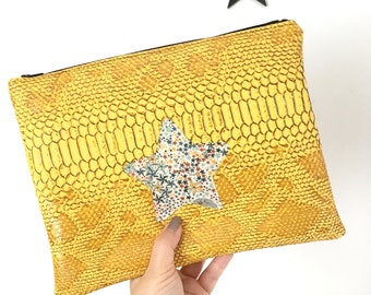 Pocket for Tablet dragon, mustard yellow leatherette star Liberty 9.7 inches max, pocket inside and quilted
