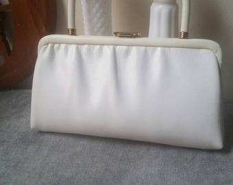 Vintage White Petite Handbag    Clasp    Ande