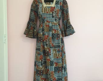 Vintage 1970's Floral Bell Sleeve Maxi Dress