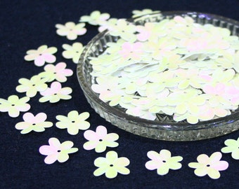 15 mm • Pastel White/Purple Flower Sequins