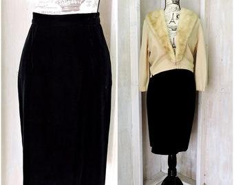 Black velvet skirt / vintage 80s pencil skirt / plush velvet / high waist / size  6 / 7