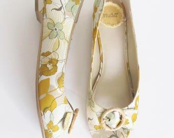 Mudd Yellow Floral Fabric Peep Toe Flats (8M)