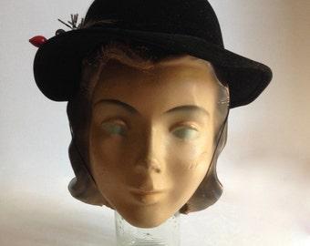 Vintage velvet church hat / velvet winter formal hat / 1950's winter formal hat / velvet fascinator with chin strap / womens formal hat