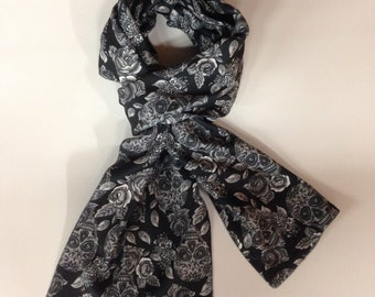 Fleece Scarf_skulls_This fleece scarf is perfect for keeping warm this winter