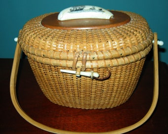 Large NANTUCKET LIGHTSHIP BASKET with resin Whale's Tooth Topper w/Whaling Scene