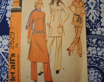 vintage 1970s McCalls sewing pattern 2629 misses top in three versions and pants size 12