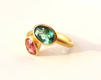 Ring of 900ER Gold with two tourmalines in pink and green
