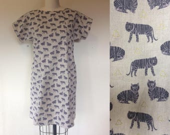 Cotton and linen pocket shift dress- tiger- small