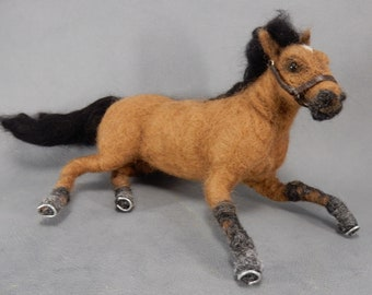 Needle felted horse replica Arabian horse lover gift for pony riders custom horse effigy wool horse sculpture needle felted pony poseable