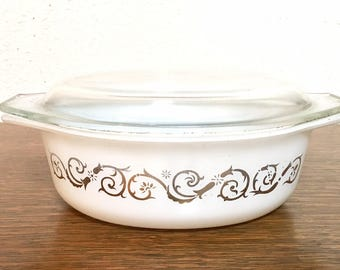 Vintage Pyrex Empire Scroll Casserole / Promotional Pyrex Casserole / Pyrex 043 / Pyrex 1.5 Quart Casserole / Pyrex White and Gold