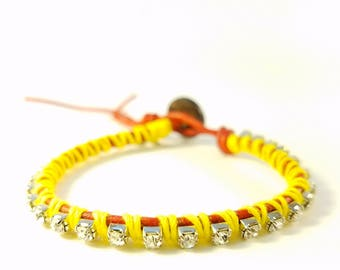 Bloom - Tulips - Red leather wrap bracelet yellow accents