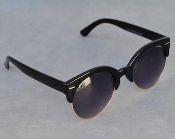 Sunglasses with Upper rim detail