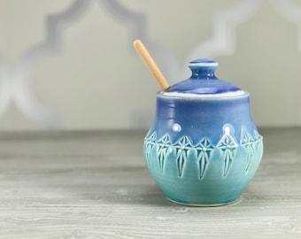 Handmade honey pot. Porcelain honey pot. Periwinkle to blue ombrè glazed - stamped pattern. Ceramic honey jar. Wooden honey dipper.