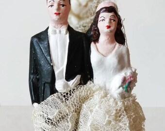 REDUCED/FREE SHIP Beautiful 1950s Vintage Cake Topper! Brunette Couple/Flower Cross/Retro Wedding
