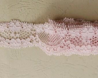 Thin light pink scalloped lace 26 mm
