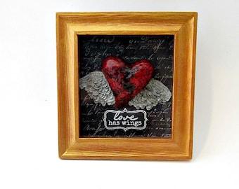 Encadré papier Mache coeur avec Journal ailes Sculpture, Shadow Box coeur souvenir : Soaring coeur