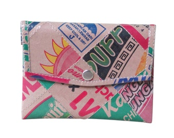 Snap coin purse using packaging cardboard - FREE SHIPPING - vegan wallet gift, upcycled coin purse, upcycled tape measure purse