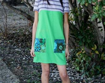 Une ligne verte tunique Mini robe gros poches vert violet robe tissus réutilisés Vintage Floral Boho Chic