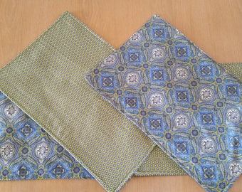 reversible placemats set 0f 4