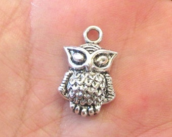 4 x Owl Halloween Antique Silver Charm Pendants 20mm x 13mm