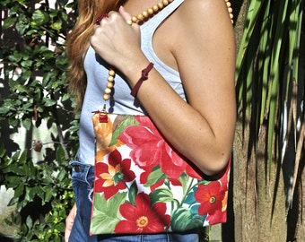 Maxi handbag made of vintage fabric and wood handle/necklace