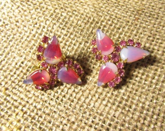 Vintage Pink Earrings, Vintage Jewelry, Clip-on earrings, Pink Rhinestone