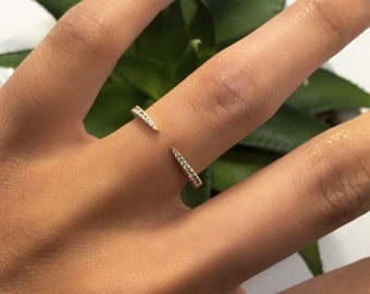 Amelia Open Front Band 0.15 ct.