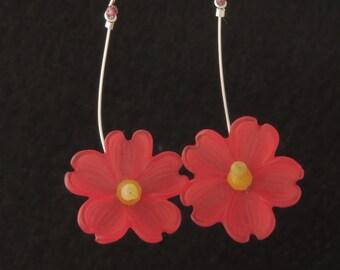 Laura Q large Lucite flower earrings