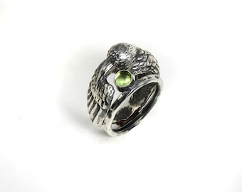 Peridot Ring - August Birthstone - Raven Ring with Peridot - Double Ring - Black Raven - Green Stone - Witch Ring - Pagan Ring - Bird Ring