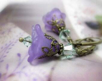 Boucles d'oreilles, boucles d'oreilles fleur violet, bijoux Floral, lilas et Chrysolite vert cristal de Swarovski, idées cadeaux pour les jardiniers, féminin