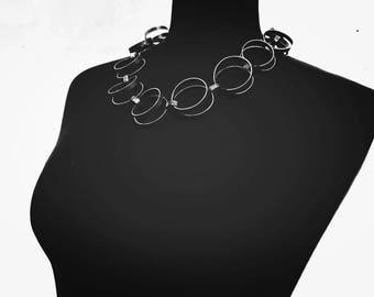 Collier d'étude-alpaga ou maillechort-déclaration de la ligne - forme libre - finition oxydé foncé - conception libre brute-chaîne à la main