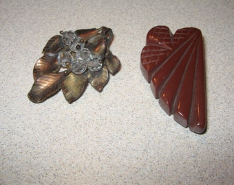 2 Different Dress Clips VIntage Costume Jewelry #5480