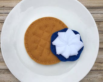 felt food waffle, play food waffle with blueberry syrup, pretend play food waffle, play food breakfast, felted play food, dramatic play