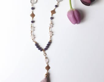 Necklace with gemstones and tassel