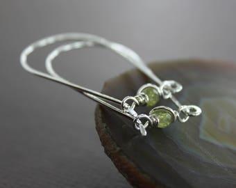 U-shape hoop sterling silver earrings with green amethyst - Modern earrings - Amethyst earrings - Minimalist hoop earrings - ER111