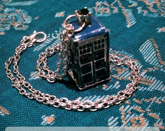 Doctor Who blue police box pendant necklace