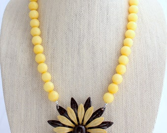 Daisy Necklace, Retro Necklace, Yellow Necklace, Flower Necklace, Recycled Jewelry, Recycled Necklace, Upcycled Jewelry, Upcycled Necklace