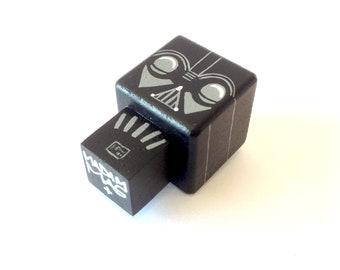 """Magnet  figurine cubique """"Dark"""""""