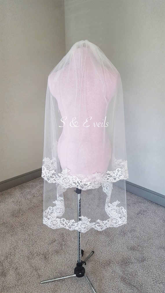 2 Tier Fingertip Veil with Lace | wedding veil