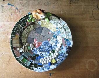 Bunny Mosaic Bowl, Spring Decor, Pique Assiette, Broken China Mosaic, Rabbit Bowl, Upcycled, Eco Friendly, Decorated Bowl, Mosaic Art, OOAK