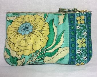 Vintage zip purse in 1970s fabric Scandinavian style print, make up bag, clutch bag, pouch wristlet
