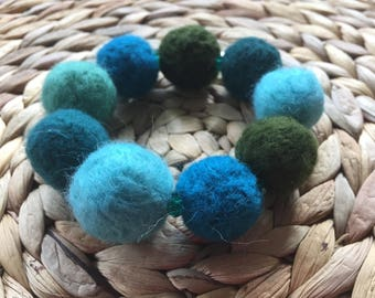 Bracelet of felt with beads