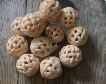 Bone Round Bead - Light Ivory - Hand Carved Lattice - Bead Size 22mm - Waxed - Large Hole 2mm - Center Drilled - 02 Beads per Order