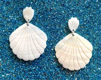 Enchanted Seashell Earrings - Mid-century Modern - 1950s Style - Nautical - Off White