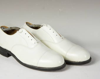 Men's white oxford, wedding, formal, uniform, size 11, beautiful condition, Builtrite heels, like new though vintage.