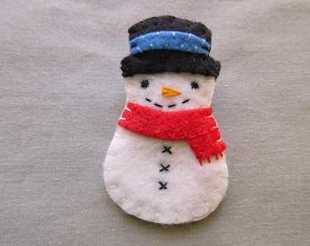 Felt snowman brooch, cute snow man pin, happy snowman jewelry, snowball red scarf, winter accessory, black top hat, christmas jewelry