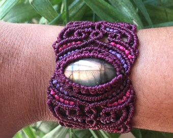 Purple LABRADORITE macrame bracelet, spiritual jewelry, healing crystal, bohemian bracelet, classic macrame, powerful stone
